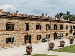 La Collina Villa Sleeps 17 with Pool Air Con and WiFi - 5247842