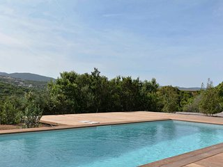 4 bedroom Villa with Pool and WiFi - 5248861