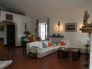 4 bedroom Villa with WiFi and Walk to Shops - 5248428