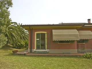Sarzanello Apartment Sleeps 4 with Pool and Air Con - 5313040