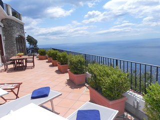 Furore Apartment Sleeps 4 with Pool Air Con and WiFi - 5248260