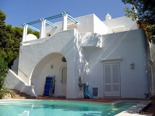 Anacapri Villa Sleeps 9 with Pool Air Con and WiFi - 5248139