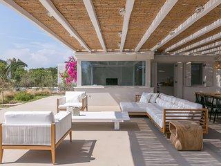 Santa Maria Villa Sleeps 10 with Air Con and WiFi - 5252056