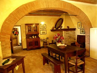 Monticchiello Villa Sleeps 8 with Pool and WiFi - 5247845