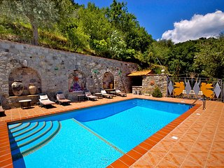 Gaggi Villa Sleeps 16 with Pool Air Con and WiFi - 5247297