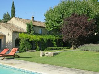 Saint-Remy-de-Provence Villa Sleeps 10 with Pool and WiFi - 5248839