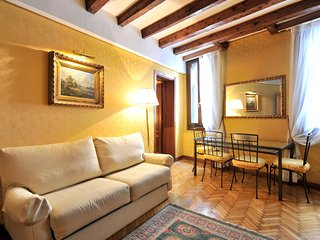 Venice Apartment Sleeps 7 with Air Con and WiFi - 5248476