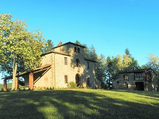 Castello di Montalto Villa Sleeps 22 with Pool Air Con and WiFi - 5247571