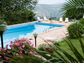 2 bedroom Apartment with Pool and WiFi - 5247360