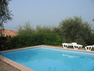 3 bedroom Villa with Pool, Air Con, WiFi and Walk to Shops - 5248554