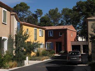 french cottage de style provencal aavec 4 chambres pour 8 personnes
