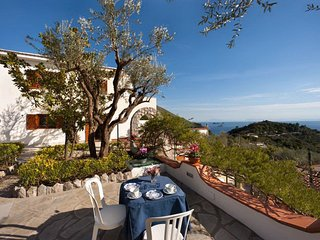 Marina del Cantone Villa Sleeps 10 with Pool Air Con and WiFi - 5248211