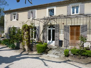 Saint-Remy-de-Provence Villa Sleeps 8 with Pool Air Con and WiFi - 5248823