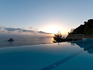 Cala Moresca Villa Sleeps 14 with Pool Air Con and WiFi - 5247876