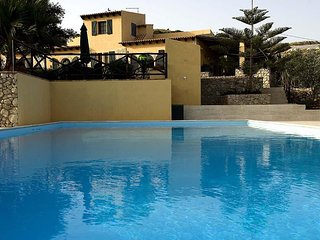4 bedroom Villa with Pool, Air Con and WiFi - 5247344
