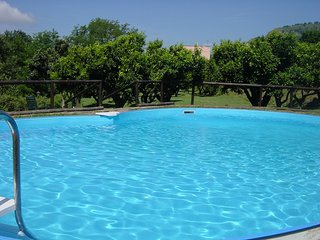 6 bedroom Villa with Pool, Air Con, WiFi and Walk to Shops - 5248296