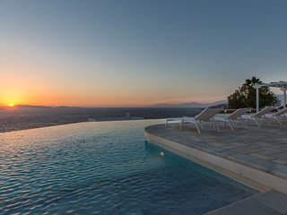 Aleomantra Villa Sleeps 12 with Pool Air Con and WiFi - 5310470