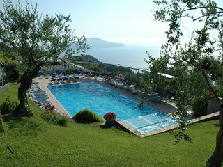 Sorrento Apartment Sleeps 8 with Pool Air Con and WiFi - 5248206