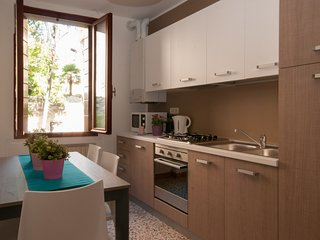 Venice Apartment Sleeps 5 with Air Con and WiFi - 5248524