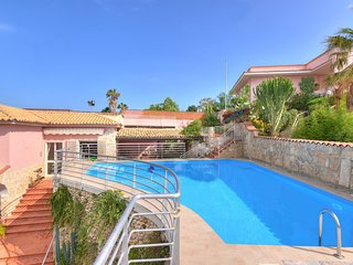 3 bedroom Villa with Air Con, WiFi and Walk to Beach & Shops - 5247408
