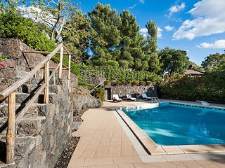 Ragalna Villa Sleeps 4 with Pool Air Con and WiFi - 5247334