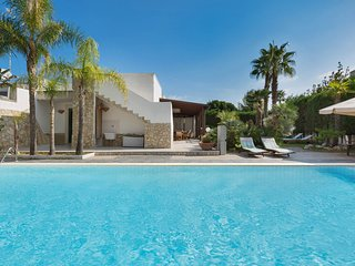 2 bedroom Villa with Pool, Air Con and WiFi - 5248128
