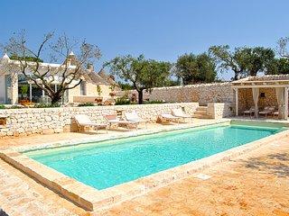 Barsento Villa Sleeps 8 with Pool Air Con and WiFi - 5248113