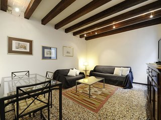 Venice Apartment Sleeps 6 with Air Con and WiFi - 5248478