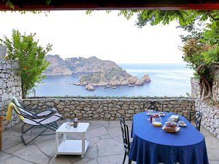 Taormina Apartment Sleeps 8 with Pool Air Con and WiFi - 5247299