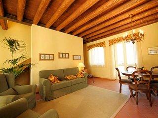 Peschiera del Garda Apartment Sleeps 8 with Pool Air Con and WiFi - 5248596