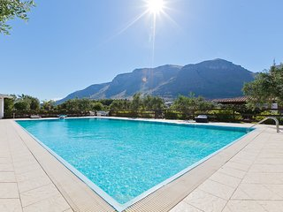 Castellammare del Golfo Villa Sleeps 10 with Pool and WiFi - 5247369