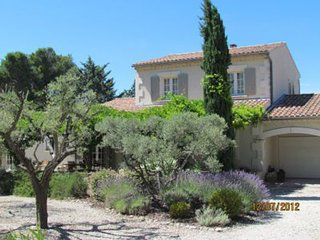 Saint-Remy-de-Provence Villa Sleeps 6 with Pool and WiFi - 5248830