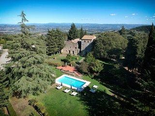 Libbiano Villa Sleeps 36 with Pool and WiFi - 5364889