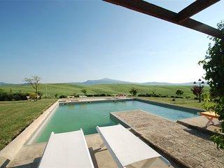 Monticchiello Villa Sleeps 14 with Pool Air Con and WiFi - 5247775