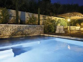 Saint-Remy-de-Provence Villa Sleeps 12 with Pool and WiFi - 5248826