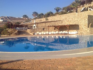 4 bedroom Villa with Air Con, WiFi and Walk to Beach & Shops - 5248722