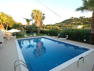 Puma Villa Sleeps 8 with Pool Air Con and WiFi - 5247387