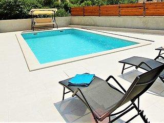 Noka Holiday House with pool, Split's hinterland