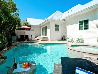 It's my Dream - private heated pool, 2 minute walk to the beach! Pet friendly