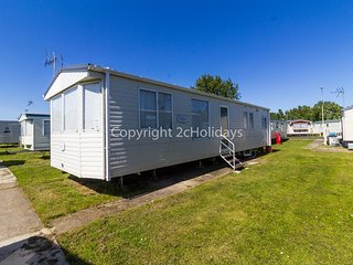 8 berth static caravan for hire at Seawick holiday park in Essex. ref 27033S