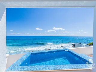 Casa Perla - Oceanfront 2 Bdrm w/ heated private & rooftop pool