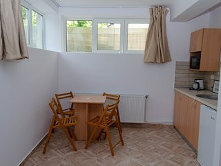 30 Casa Pasteur- Semi-basement STUDIO