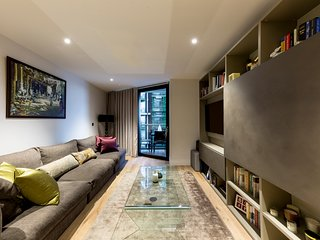 River front Luxury 2 bedroom apartment in the beuatiful Riverlight Quay /London