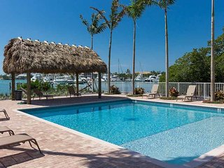 Welcome to Vacation Luxury 4 br 3 bath waterfront Pool Dock Hot-tub AT Vaca Cove