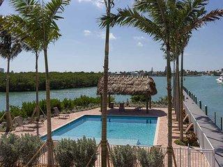 New Listing Waterfront Luxury Vacation Home sleeps 10 Pool Hot-Tub Dock Unit B