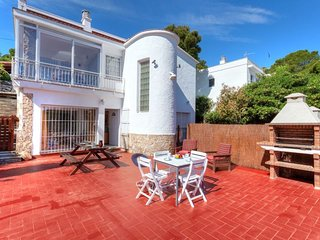 1 bedroom Apartment with Walk to Beach & Shops - 5743341
