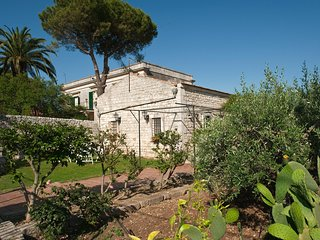 Trombatore Villa Sleeps 6 with Air Con and WiFi - 5247412