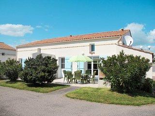 3 bedroom Villa with Walk to Beach & Shops - 5795027