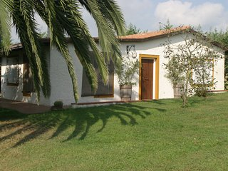 2 bedroom Villa with WiFi and Walk to Shops - 5248427