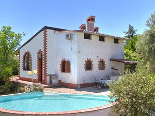 2 bedroom Villa with Pool, Air Con, WiFi and Walk to Shops - 5247426